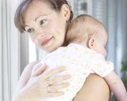 Держание новорожденного вертикально после кормления