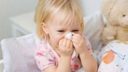 7 типов препаратов для лечения насморка у детей