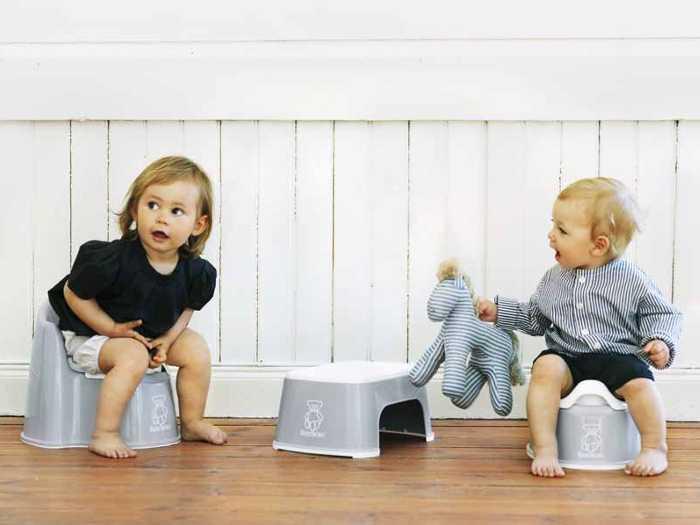 К горшку можно приучить ребенка в процессе игры и в компании