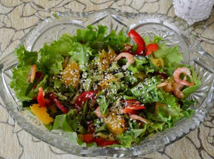 Заправка из кунжутных семян для салата с креветками