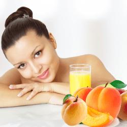 Свежие фрукты и сок для женщины на ГВ
