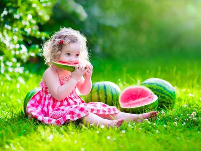 Желательно включать арбуз в рацион ребенка с 2-3 лет