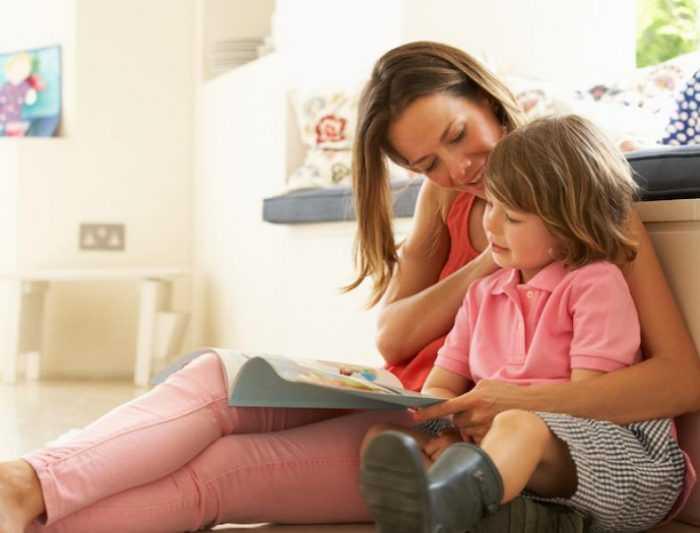 Совместное чтение мамы и ребенка поможет лучше усвоить новые слова