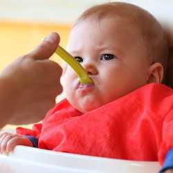 Ребенок отказывается от еды из-за ложки