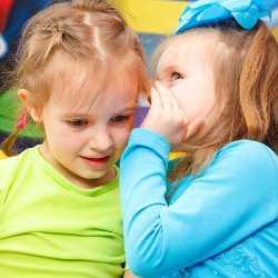 Общение между двумя девочками-сверстницами