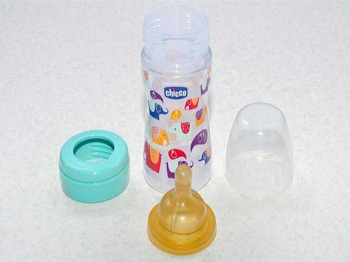 Пластиковая бутылка Chicco для ребенка с соской