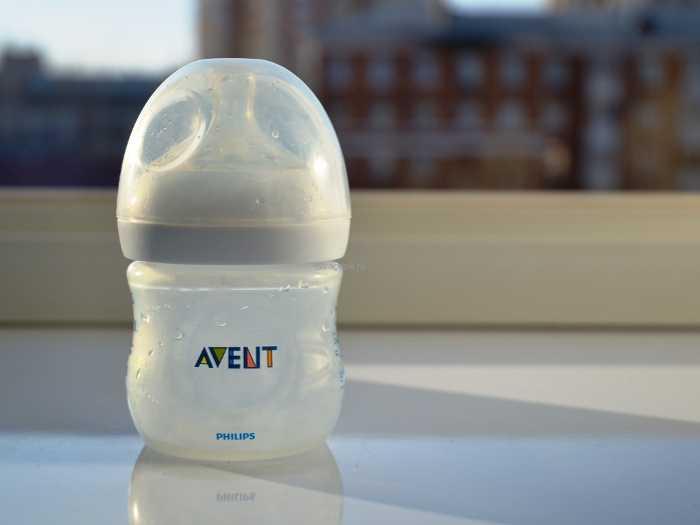 Простерилизованная бутылочка для малыша