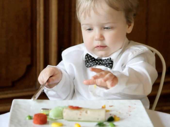 Ребенок самостоятельно выбирает продукты