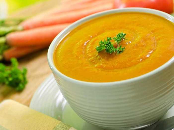 Морковный сюп-пюре с добавлением зелени