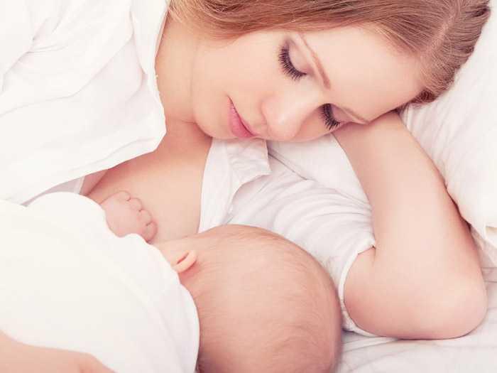 Процесс кормления грудью ребенка