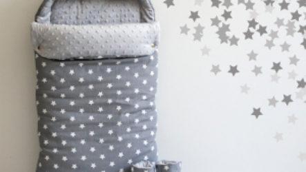 Выбираем одежду для новорожденных на выписку в любое время года: конверты, пеленки, подгузники