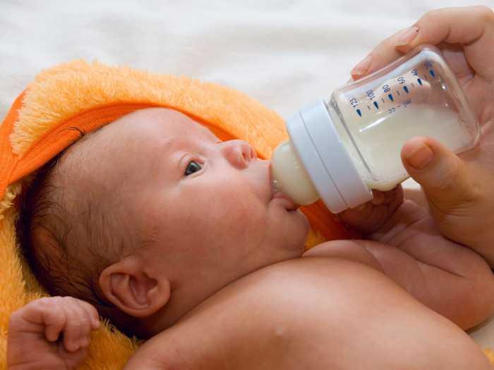 Каким питанием кормить новорожденного