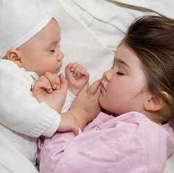 Сон двух детей разных возрастов