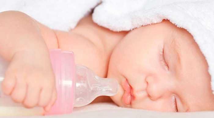 Сон малыша с бутылочкой