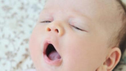 Что делать, если грудной ребенок часто просыпается ночью