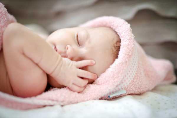 Педиатр определит причины пробуждения ребенка ночью