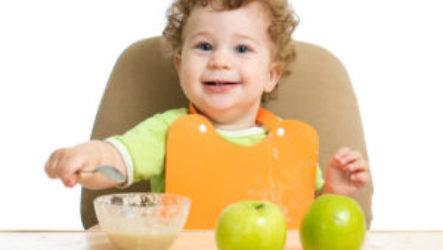 Когда можно вводить в рацион грудничка яблоко и как это сделать правильно