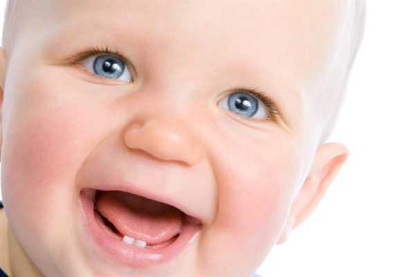 Первые зубы могут появиться у 3-месячного ребенка