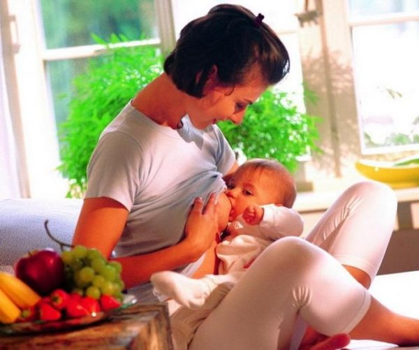 Рацион кормящей матери необходимо подбирать очень тщательно