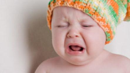 Почему месячный ребенок может постоянно плакат ь и не спать