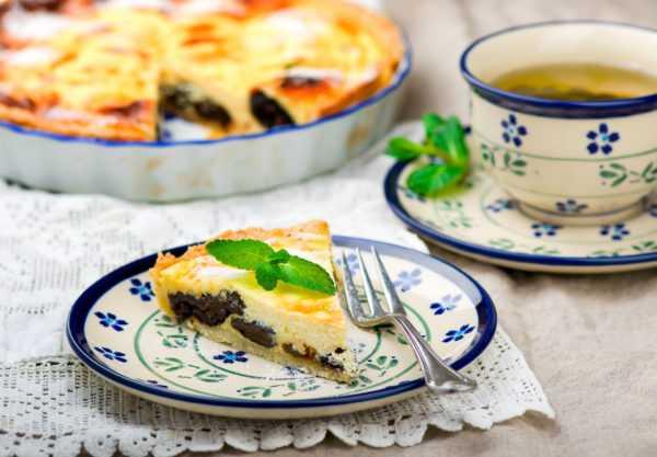 Пирог из творога с черносливом понравится всем