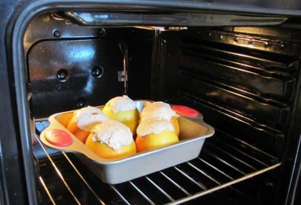 Яблоки можно запекать в духовке