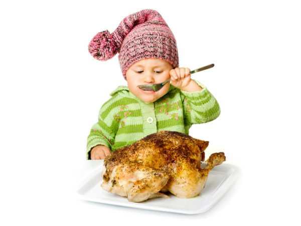 Прикармливать мясом ребенка нужно аккуратно