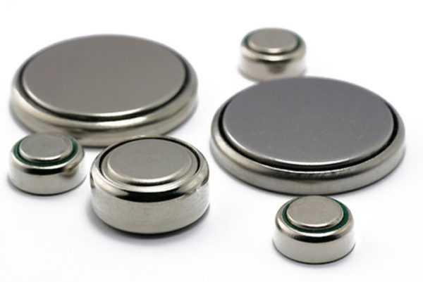 Проглоченные батарейки, магниты или иголки требуют медицинского вмешательства