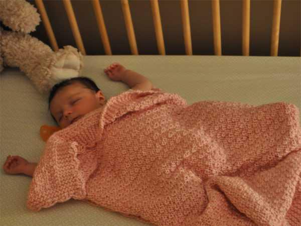 Сон в кроватке также имеет свои минусы
